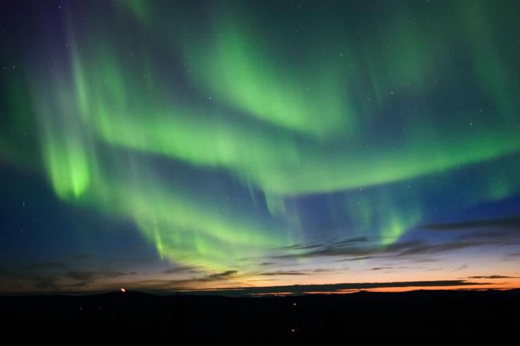 aurora-borealis-curtains-alaska