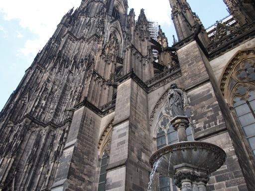 characteristics_gothic_architecture_cologne_soar